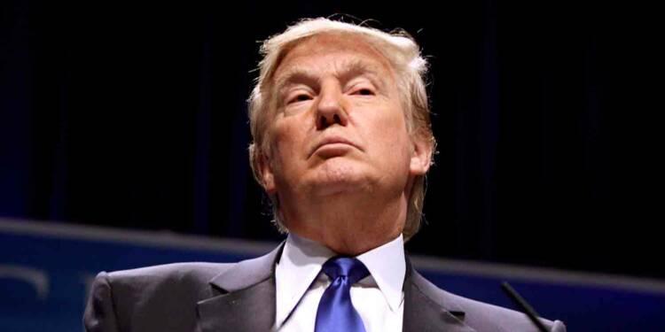 """Donald Trump dénonce une """"honte"""" et s'oppose au plan de relance américain"""