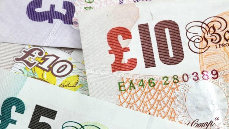 Change : la livre Sterling plonge, les taux d'intérêt pourraient baisser au Royaume-Uni