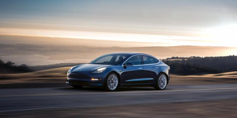"""Tesla : plus de 10.000 véhicules bloqués, un """"cauchemar logistique"""" en perspective"""