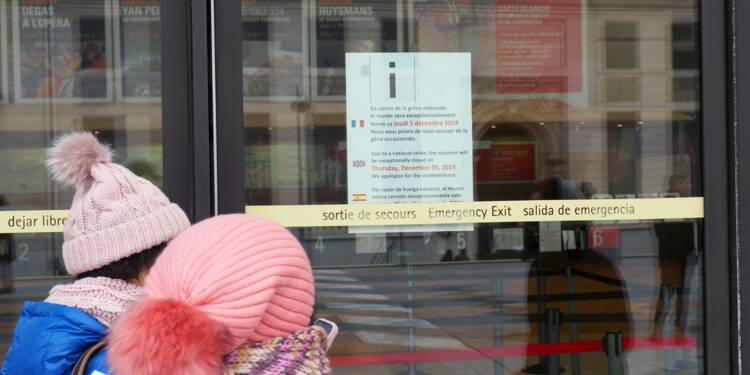 Grève : la galère des touristes étrangers pour se déplacer à Paris