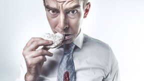 Tache sur la chemise, braguette ouverte... faut-il le signaler à son patron ?