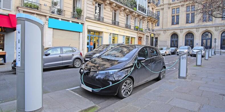 Voiture électrique : les bornes de recharge gagnent du terrain en France