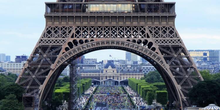 """Le plan de relance arrive """"sur le terrain"""", annonce Emmanuel Macron, qui pourrait le doper"""