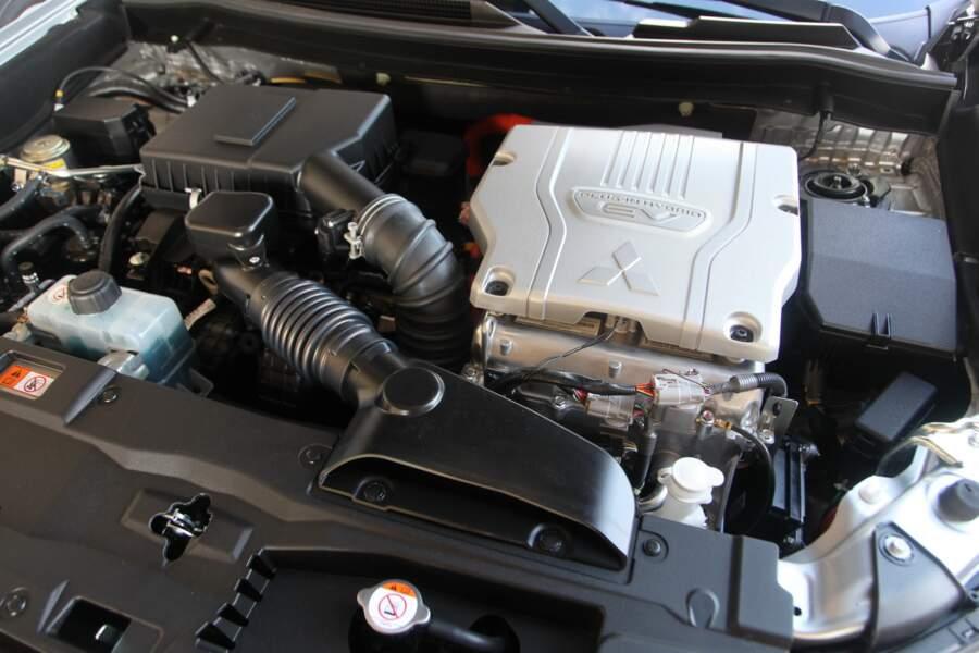 Fiche technique Mitsubishi Outlander PHEV (2020)