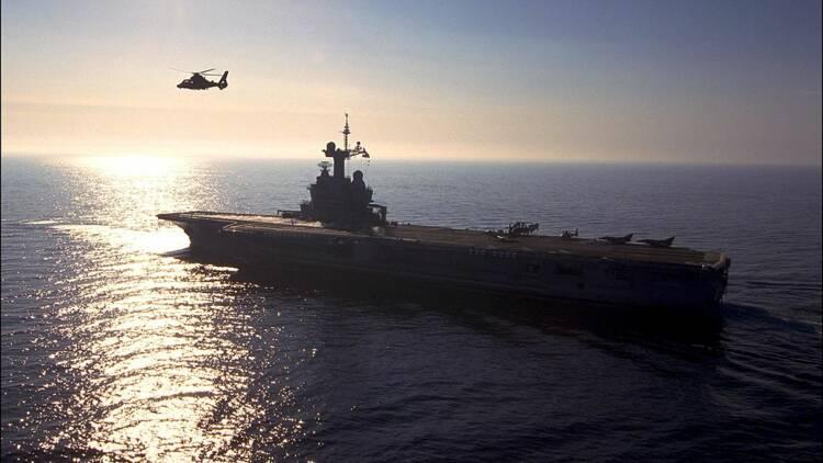 Le Charles-de-Gaulle quitte Toulon pour aller combattre Daech