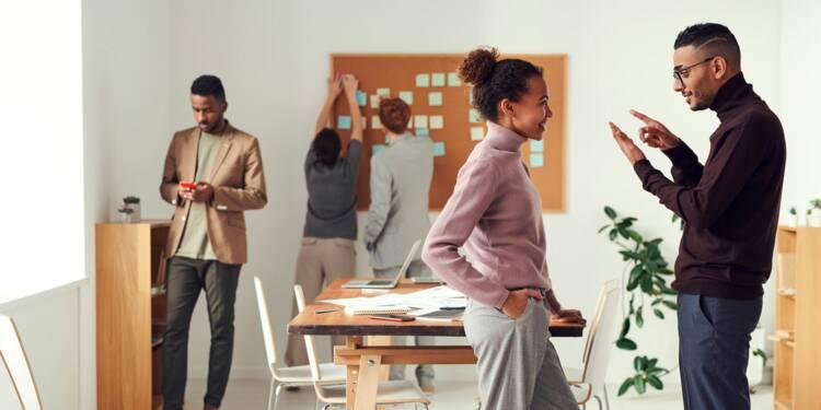 Que faire si mon chef dénigre un collègue en son absence ?