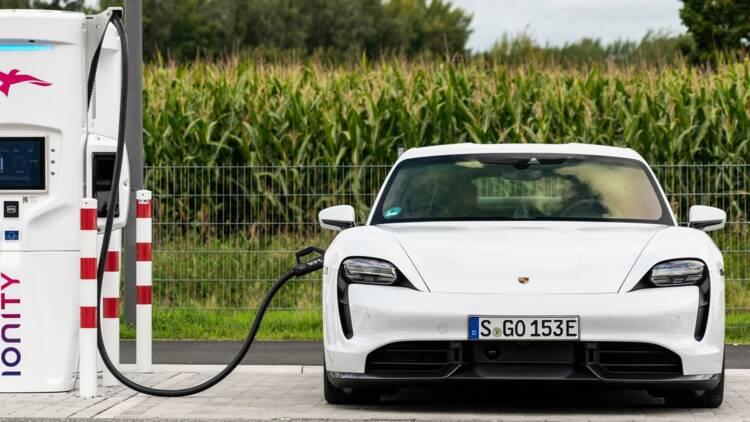 Tesla, Porsche… 6 sportives électriques ou hybrides aux performances bluffantes