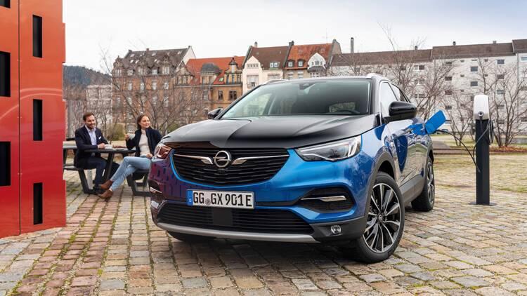 Essai du Grandland X Hybrid4, le SUV hybride rechargeable d'Opel
