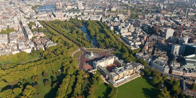 """La reine d'Angleterre cherche un """"planificateur"""" pour aider à la rénovation de Buckingham Palace"""