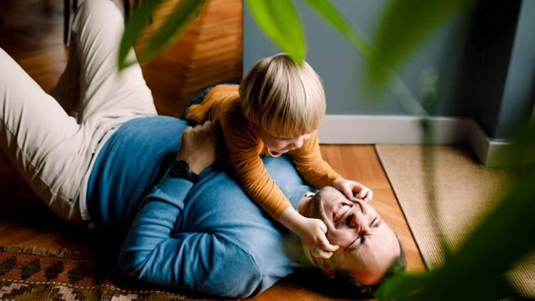 Congé parental : les nouveaux avantages à venir pour les fonctionnaires