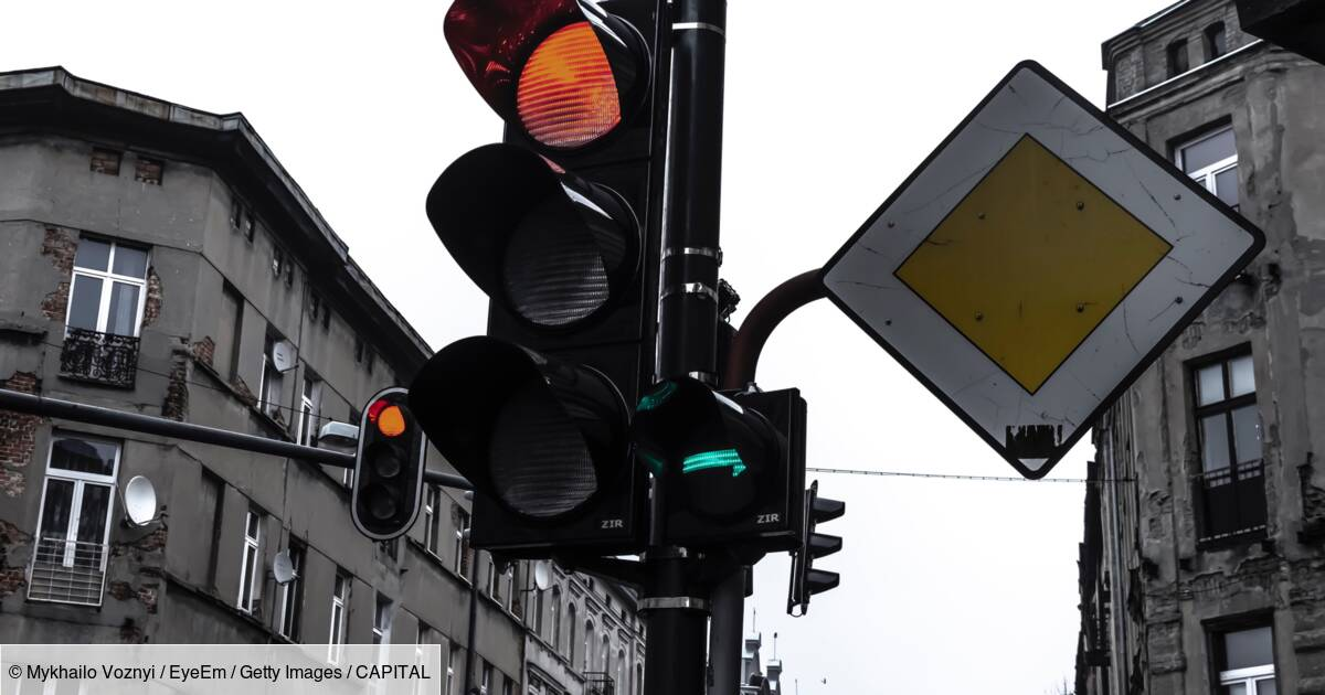 """Pourtant pas réglementaires, les feux tricolores """"intelligents"""" se multiplient en France"""