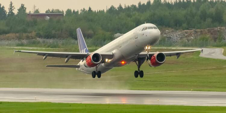 Face au coronavirus, la compagnie aérienne SAS veut réduire de 20% les salaires