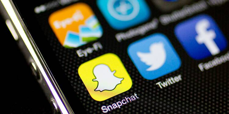 Facebook VS Snapchat : la guerre des photos