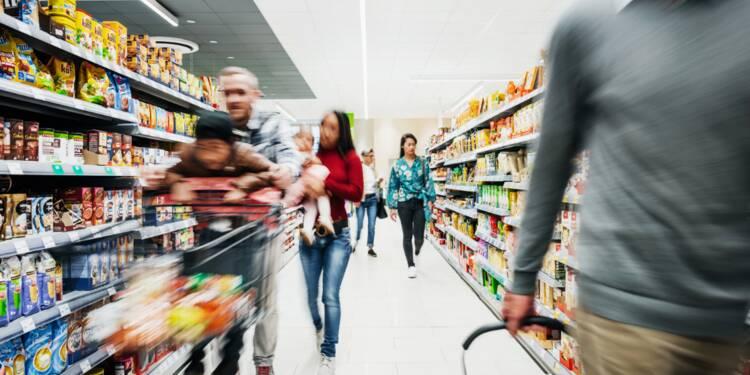 Coronavirus : découvrez en images la spectaculaire ruée des Français vers les supermarchés