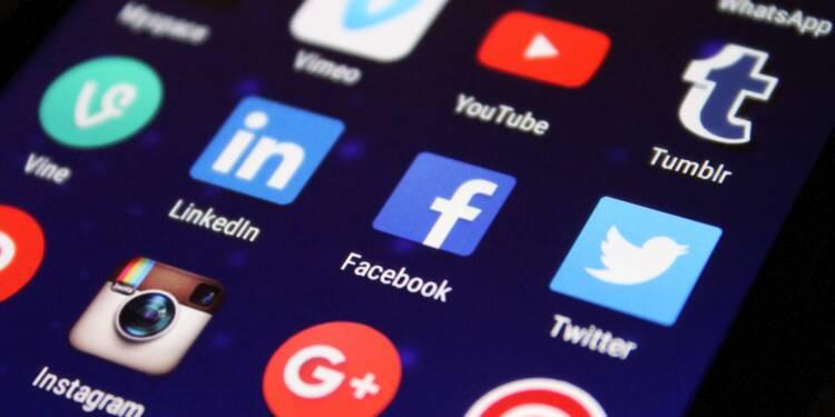 Facebook et Amazon réduisent à leur tour leur flux