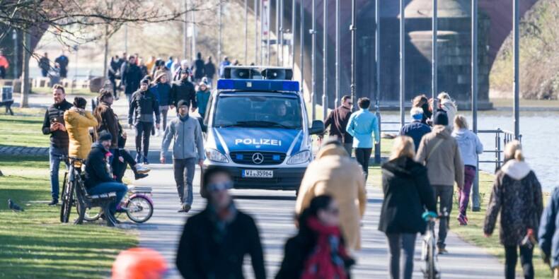 Les policiers belges incitent les gens à rester chez eux avec humour !