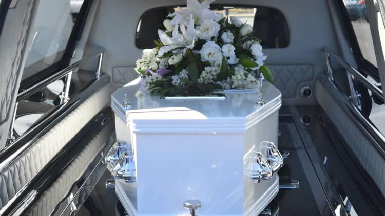 Verbalisé en plein convoi funéraire