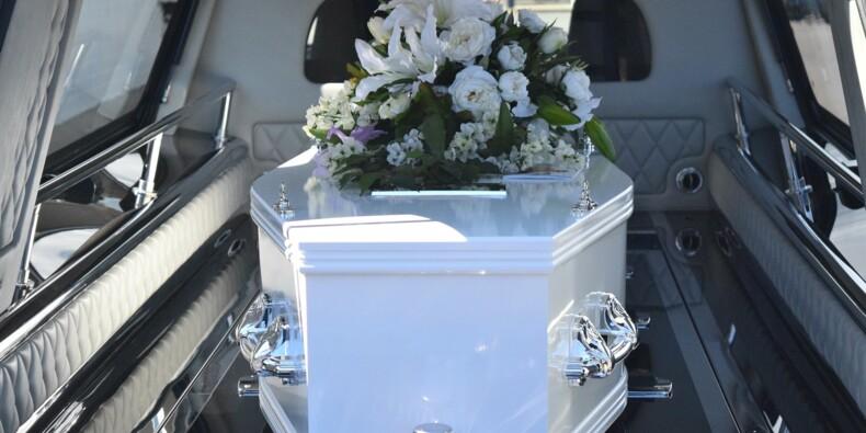 La police australienne interrompt un enterrement pour faire respecter la distanciation sociale
