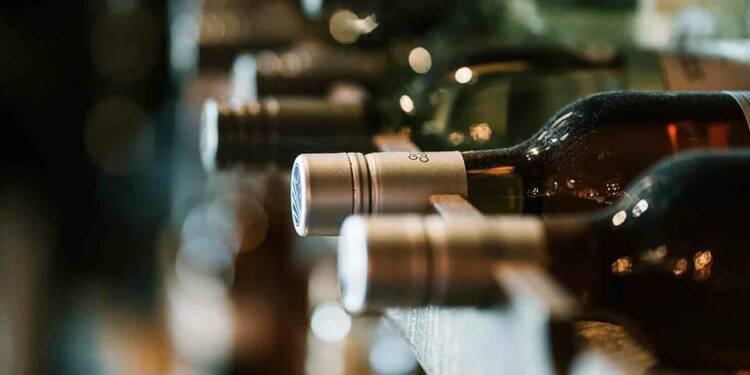 Près de dix millions d'euros : vente aux enchères historique pour le plus petit des grands crus de Bourgogne