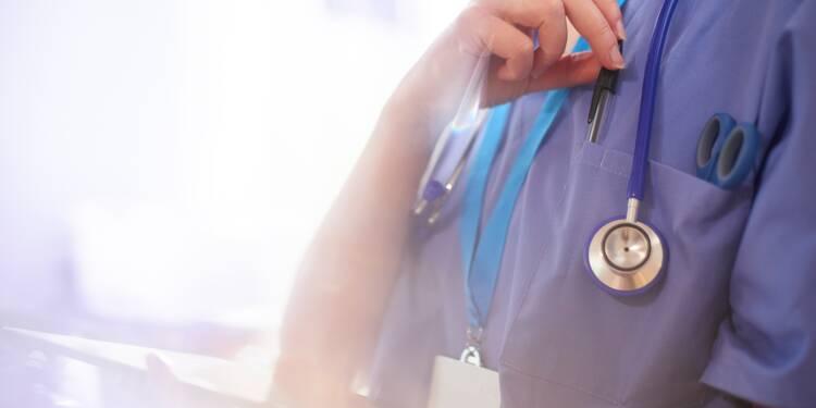 """Brest : une infirmière """"renvoyée"""" pour avoir prêté main forte à un hôpital parisien ?"""