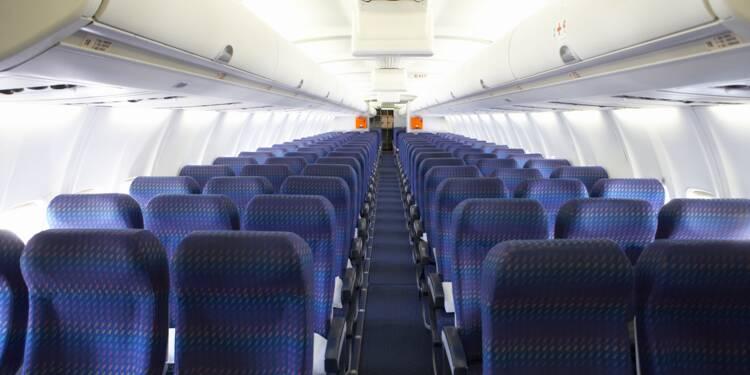 Onze passagers réunis sur seulement trois rangées dans un avion d'American Airlines