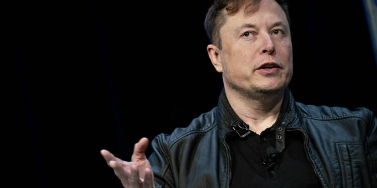 Tesla : Elon Musk rouvre son usine et défie les autorités