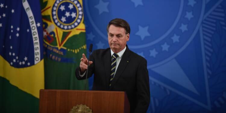En pleine épidémie, le président brésilien organise un barbecue flottant
