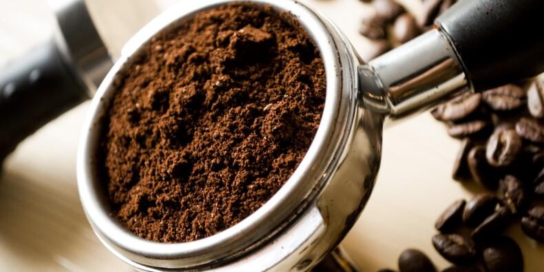 Café contrefait importé : de hauts responsables des douanes jugés à Paris