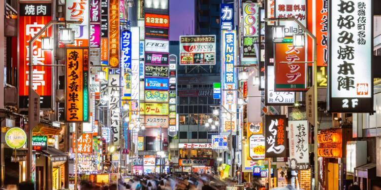 Un bar de Tokyo installe une machine pour désinfecter entièrement ses clients à l'entrée