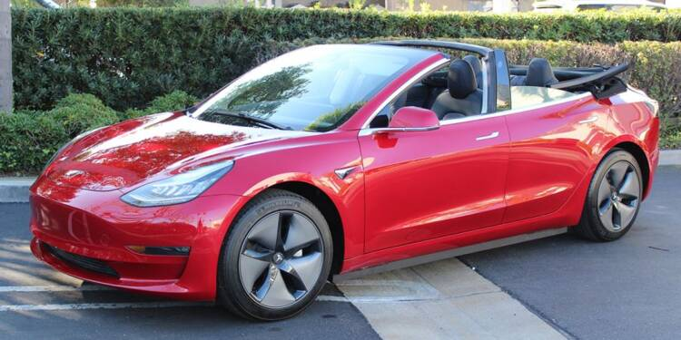 Un atelier californien transforme la Tesla Model 3 en cabriolet