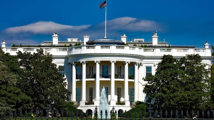 Panique à la Maison Blanche en plein point presse de Donald Trump