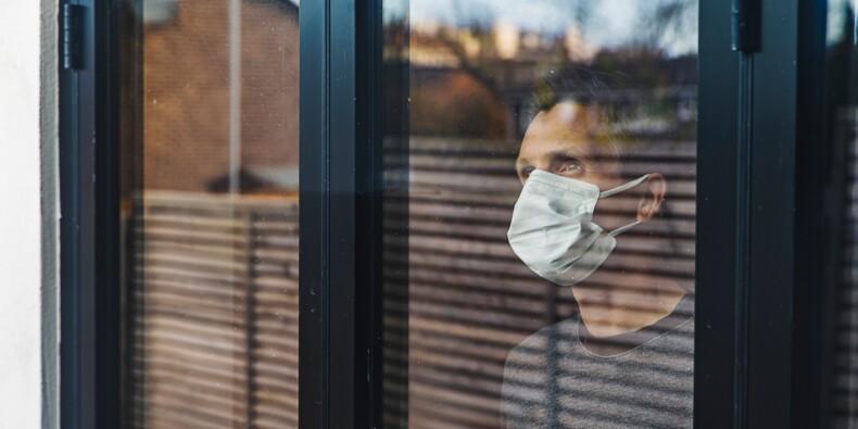 """""""Le virus ne nous oublie pas"""" : des médecins réclament le port du masque obligatoire dans tous les lieux publics clos"""