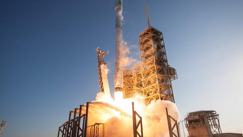 Des débris d'une fusée SpaceX illuminent le ciel américain