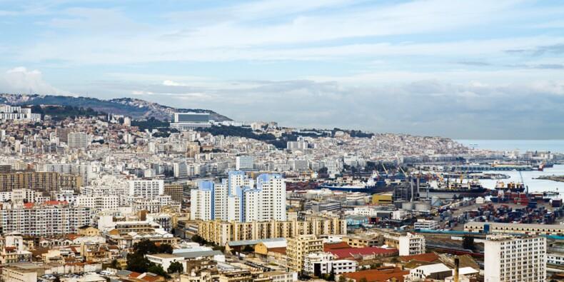 Alger bouclée par les forces de l'ordre pour éviter la propagation de l'épidémie