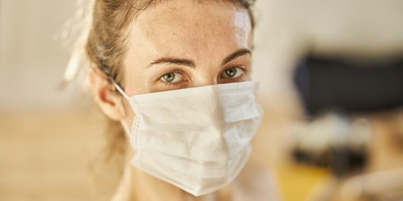 Covid-19 : la pandémie accélère en France, les couvre-feux se multiplient dans le monde