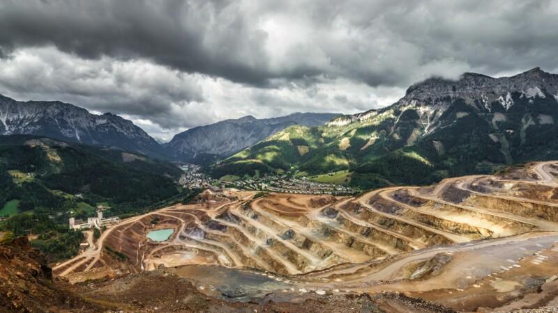 Une mine d'or désaffectée au Zimbabwe s'effondre, 40 mineurs illégaux piégés