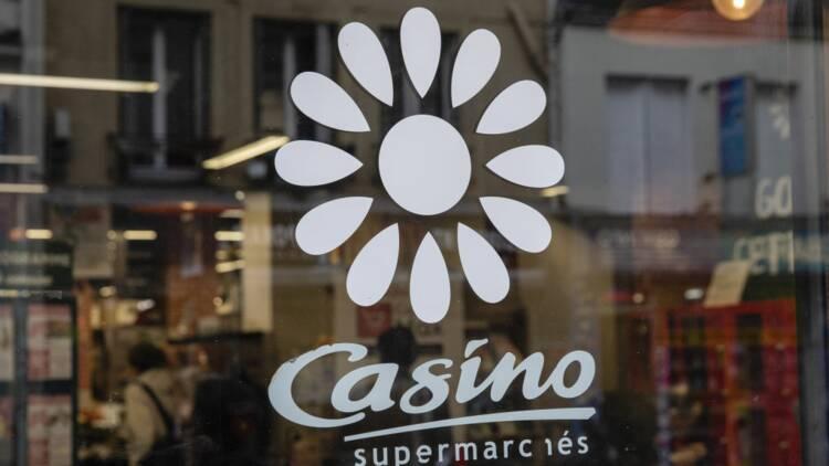 Une jeune femme refoulée d'un magasin Casino à cause de son décolleté