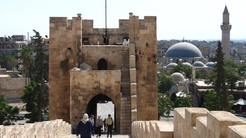La Syrie dévalue massivement sa devise, la crise au Liban et les sanctions occidentales pèsent