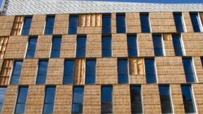 Rénovation énergétique: à Paris, une résidence sociale est isolée avec... des bottes de paille !