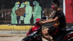 Un masque ou un cercueil, la drôle d'offre de la police indonésienne