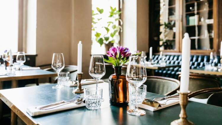 Un restaurant toulousain désinfecte entièrement les clients à leur arrivée