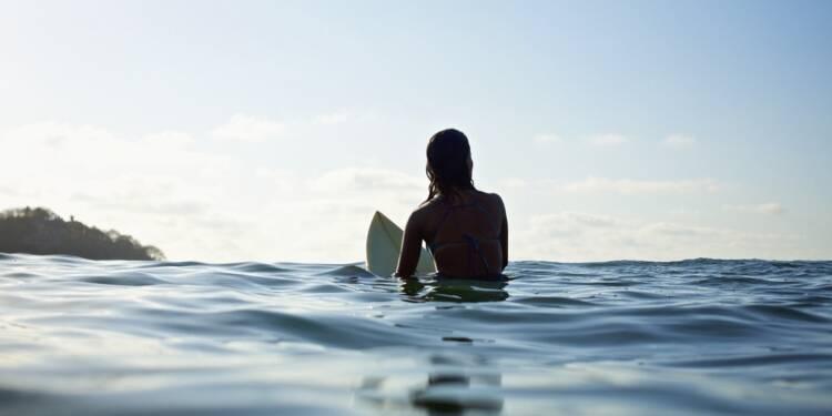 La spectaculaire arrestation d'une surfeuse qui avait rompu sa quarantaine