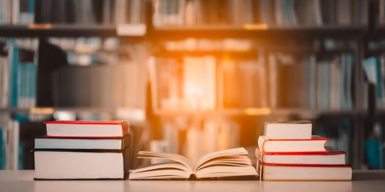 Privés de livres scolaires en raison d'impayés de cantine ?