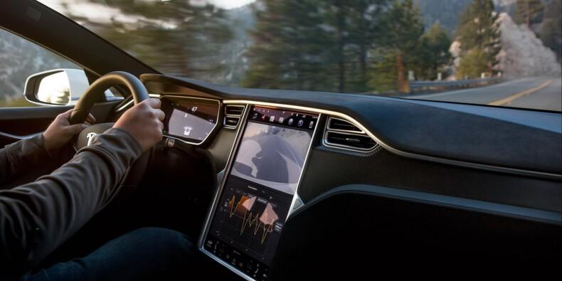 Il faisait une sieste à bord de sa Tesla… à 150 km/h