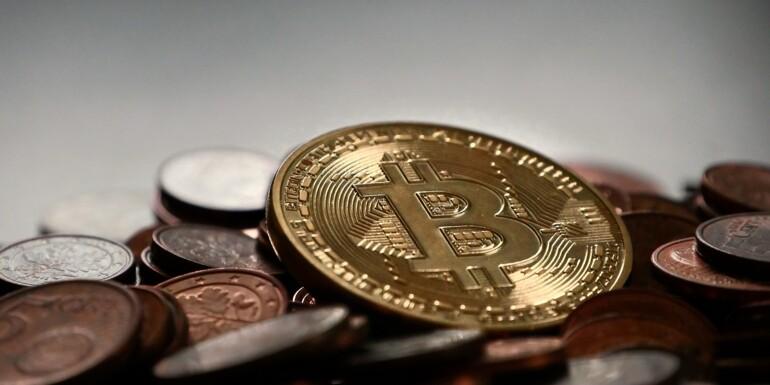 """Angleterre : la police trouve une """"mine"""" de bitcoins à la place d'une ferme de cannabis"""