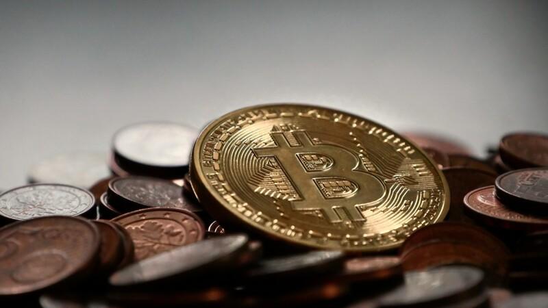 Le bitcoin poursuit sa chute vertigineuse