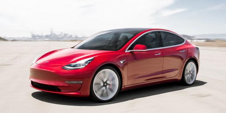 Une Tesla Model 3 percute un faux piéton lors d'un test