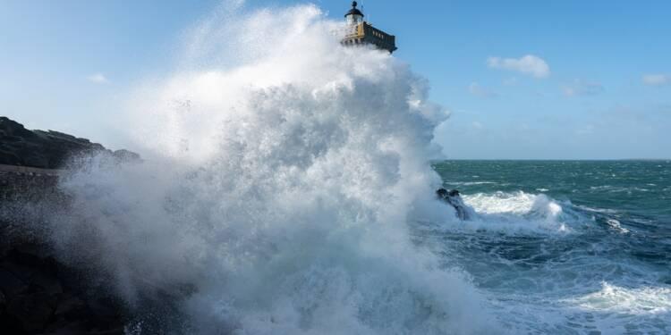 Tempête Alex: 21 000 foyers toujours sans électricité en Bretagne