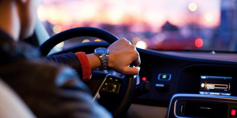 """Uber chute en Bourse, ses chauffeurs du Royaume-Uni vont devenir des """"travailleurs"""""""