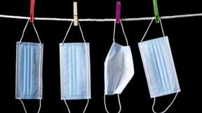 Peut-on laver ses masques chirurgicaux de supermarchés pour les réutiliser ? Que Choisir a fait le test